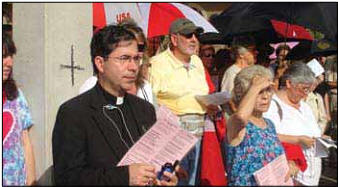 Fr. Frank prayed with activists at an abortion mill in Orlando in October.